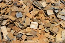 22195986-Pile-of-small-pieces-of-scrap-wood-Stock-Photo-wood.jpg